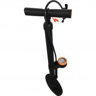 Foot pump with pressure gauge